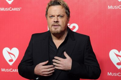 Eddie Izzard runs 27 marathons in 27 days