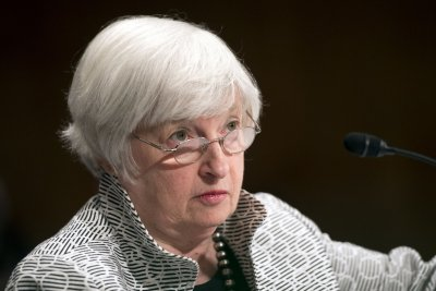 Fed keeps interest rate unchanged amid low inflation