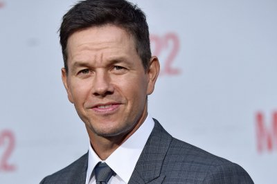 Mark Wahlberg in talks to replace Chris Evans in 'Infinite'