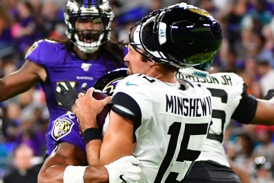 Ravens' Kenny Young crushes Jaguars QB Gardner Minshew, pops off helmet