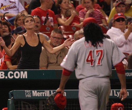 Cincinnati Reds scratch Cueto from Sunday's start