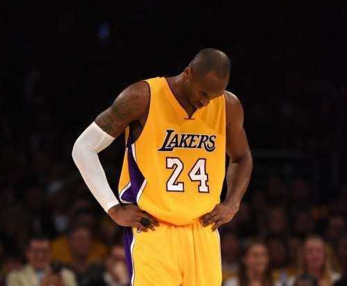 Kobe Bryant's triple-double leads Lakers in win over Raptors