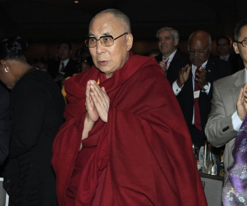 Dalai Lama urges Peace Prize winner Suu Kyi to speak out on migrant crisis