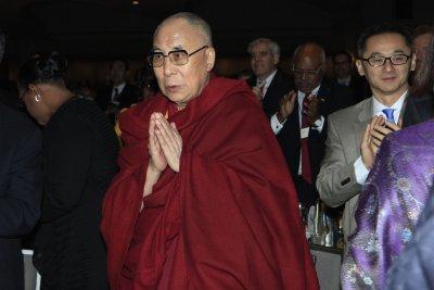 Dalai Lama urges Peace Prize winner Suu Kyi to speak out on migrant crisis