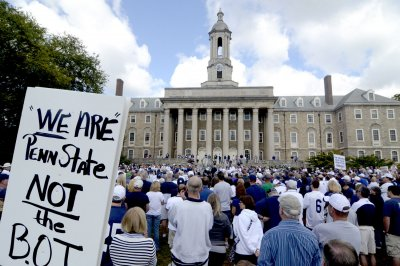 Ex-PSU president guilty of misdemeanor in Sandusky case, acquitted on felony counts