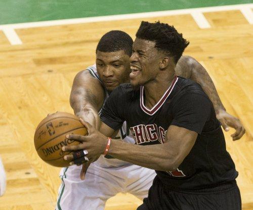 Isaiah Thomas scores 33 as Boston Celtics even series