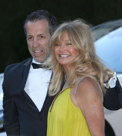 Goldie Hawn tweets about arrival of first granddaughter