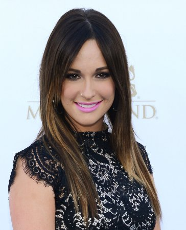 Musgraves, Swift lead with 6 CMA Award nods apiece