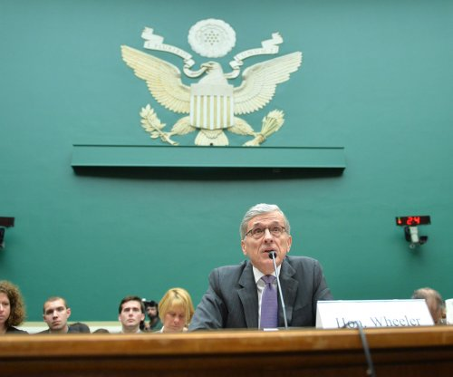 Two FCC commissioners attempting to delay net neutrality vote
