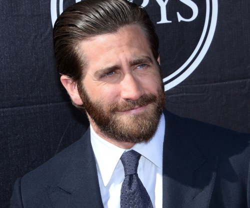 Jake Gyllenhaal upset he's not in love: 'I believe in monogamy'