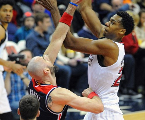Hassan Whiteside gets $98M to stay in Miami