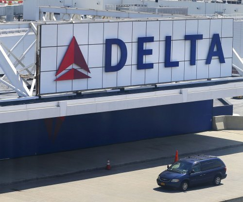 Delta's woes extend to second day with hundreds more flights canceled
