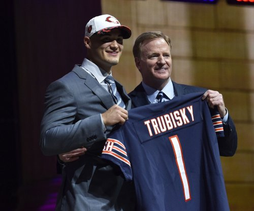 Chicago Bears test QB Mitchell Trubisky one fumbled snap at a time