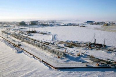 British trade group weighs domestic shale against Russian LNG