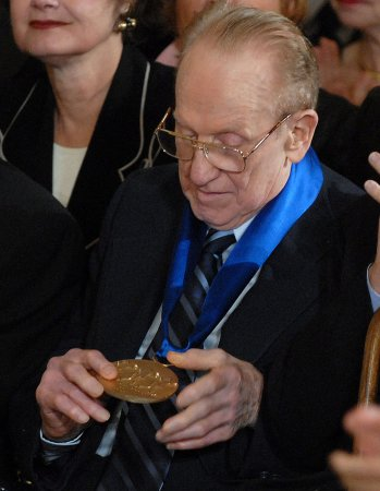 Guitarists gather for Les Paul tribute