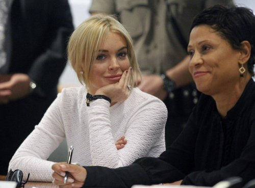 Lohan seeks plea deal in theft charge