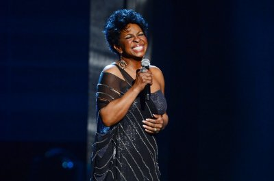 Gladys Knight sings 'Happy Birthday' to Utah cop