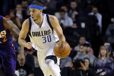 Little brother Seth Curry leads Dallas Mavericks past Miami Heat