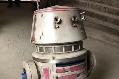 Jon Favreau teases 'Star Wars' droid R5-D4 in 'The Mandalorian'