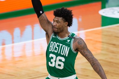 Celtics' Marcus Smart suspended one game for threatening official