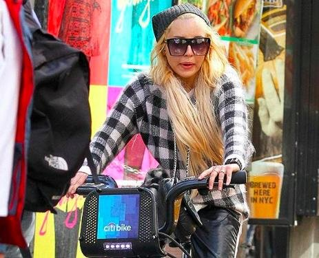 Amanda Bynes looking 'normal and stable' in NYC