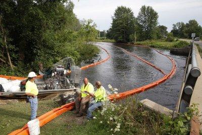 Environmental groups blast Enbridge for 2010 spill