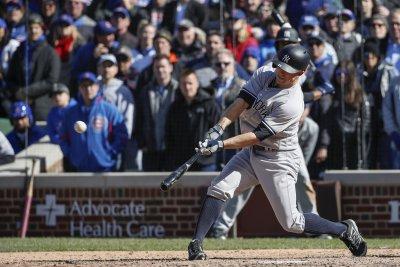 Brett Gardner's blast in ninth propels New York Yankees past Chicago Cubs