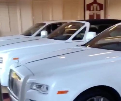 Floyd Mayweather shows off fleet of white Rolls-Royces