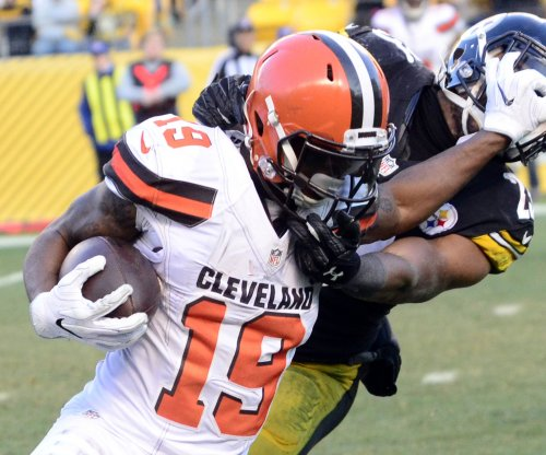 Cleveland Browns' Corey Coleman 'out for a little while' after falling on football
