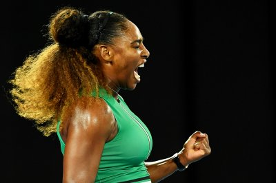 Australian Open: Serena Williams, Novak Djokovic reach third round