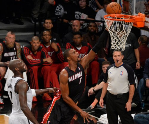 Chris Bosh, Miami Heat take on Los Angeles Lakers