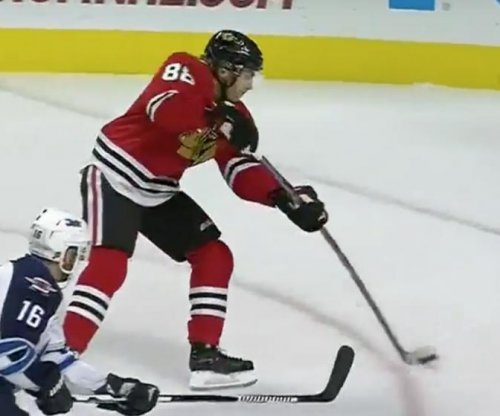Patrick Kane extends streak to 25 games, Chicago Blackhawks beat Winnipeg Jets