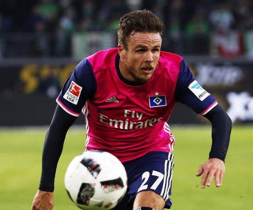 Hamburg soccer star Nicolai Müller scores, hurts knee in celebration