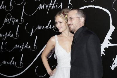 Jennifer Lawrence, Darren Aronofsky couple up at 'mother!' premiere