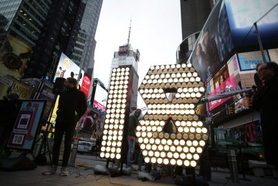 Giant 2018 numbers arrive in Times Square for New Year's Eve