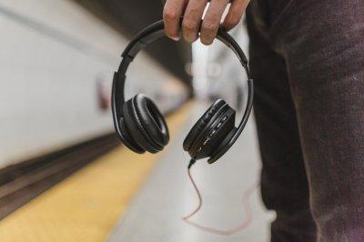 listen some hear laurel some hear yanny in sound clip upi com