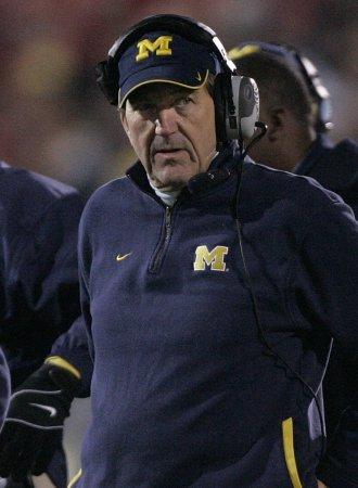 Michigan's Carr announces retirement
