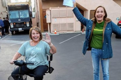 Roseanne Barr shares on-set photo with Laurie Metcalf from 'Roseanne'