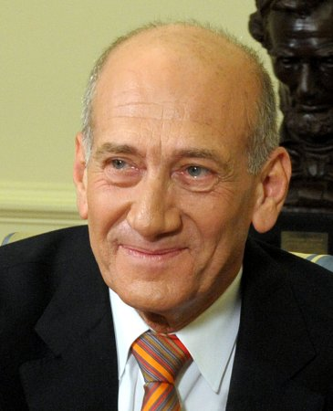 Olmert faces more police questioning