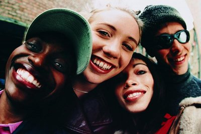 Close friendships in high school make for happier adults: Study