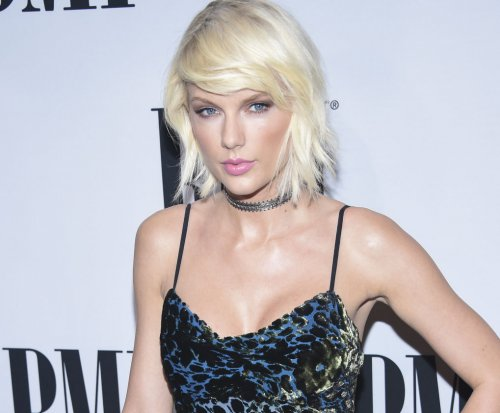 Taylor Swift performs surprise concert where she was first discovered