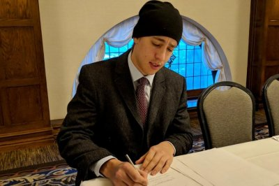 Teuvo Teravainen, Carolina Hurricanes agree to contract extension