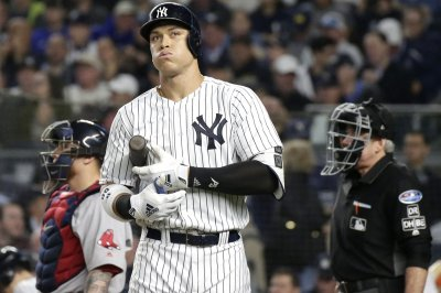 Aaron Judge wants Bryce Harper on Yankees, would switch positions