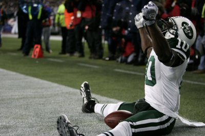 Jets sign receiver Holmes to 5-year deal