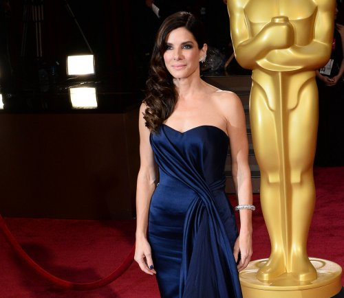 Sandra Bullock gives surprise commencement speech at New Orleans high school