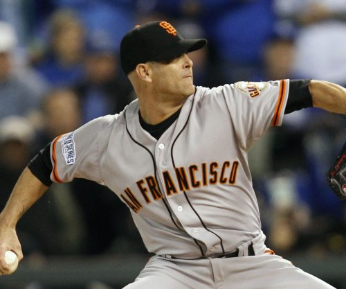 Los Angeles Dodgers best San Francisco Giants in Tim Hudson's final game