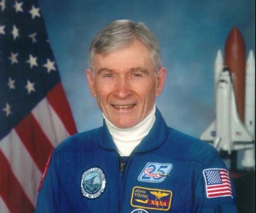 John Young, ninth man to walk on the moon, dies