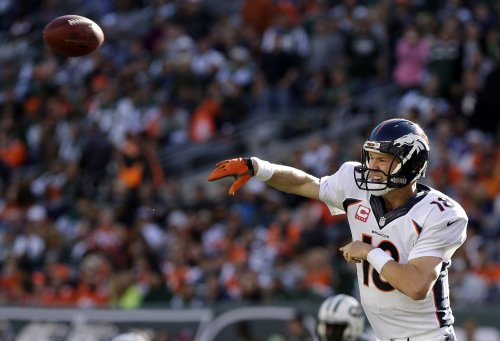 Peyton Manning breaks record for most touchdown passes
