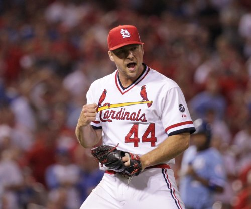 St. Louis Cardinals top Kansas City Royals in meeting of league leaders