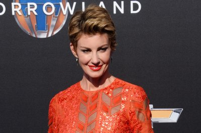 Faith Hill, Kellie Pickler team up for new talk show